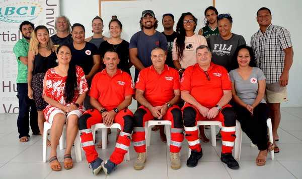 La Croce Rossa vola in Polinesia: corso di salvataggio in acqua per gli operatori locali
