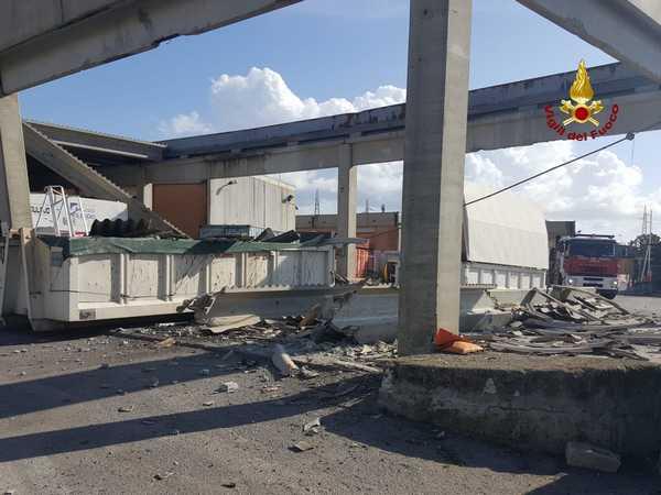 Photo of Crolla il tetto di un capannone: Vigili del Fuoco sul posto