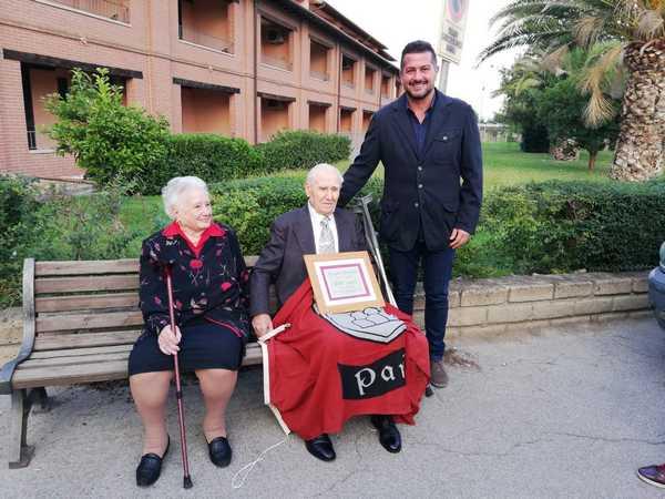 Esiedo Minacci compie un secolo di vita: la moglie e il Comune festeggiano il centenario