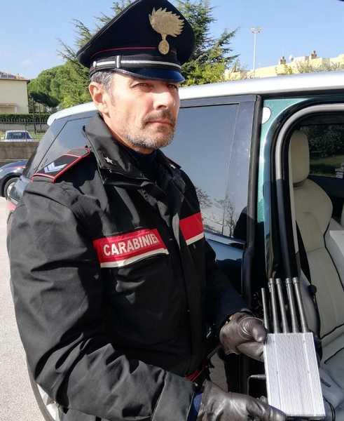 Disattivano l'antifurto e rubano un'auto: arrestati dopo un inseguimento sull'Aurelia