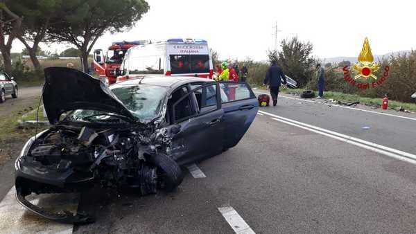 Incidente sull'Aurelia: scontro tra due auto, tre persone ferite. Elisoccorso sul posto