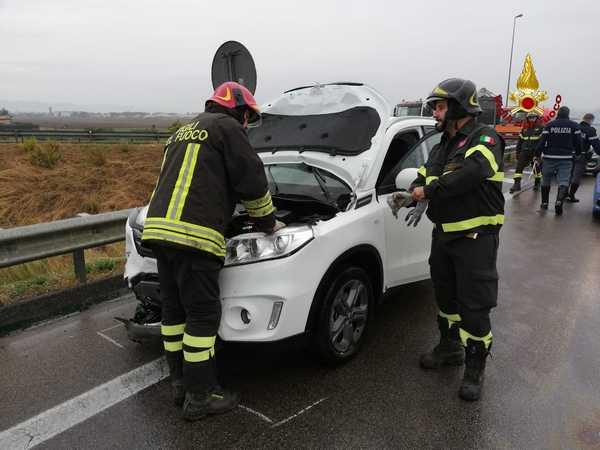 Incidente sull'Aurelia: scontro tra due auto, due persone ferite