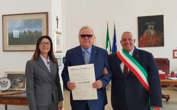 Learco Borghi nominato Commendatore: il sindaco e il prefetto consegnano il titolo