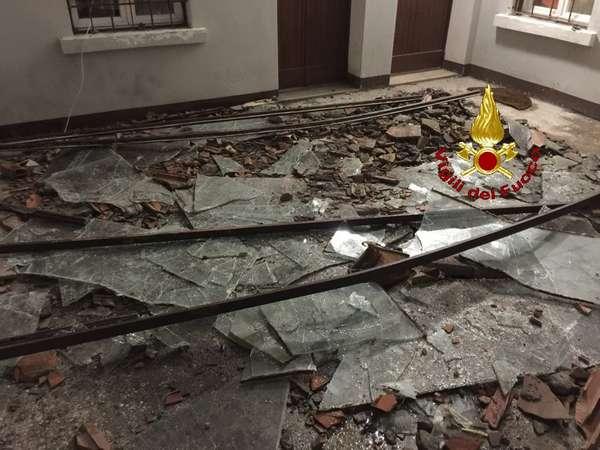 Photo of Cade un lucernario in vetro: evacuate sei famiglie da un palazzo
