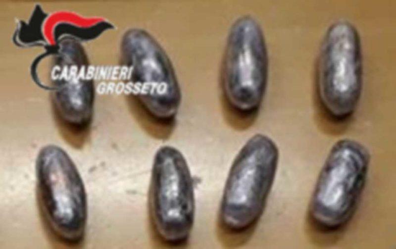 Trovato con otto ovuli di hashish nell'auto: denunciato pregiudicato