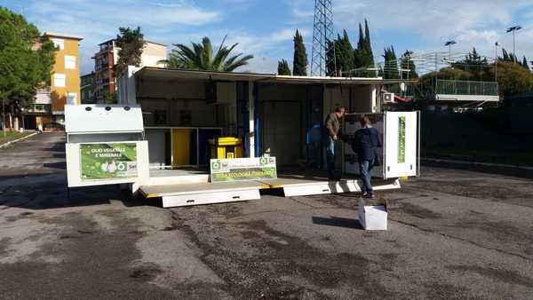 Rifiuti, arriva il centro di raccolta mobile: sarà sistemato nel parcheggio di via Sanzio