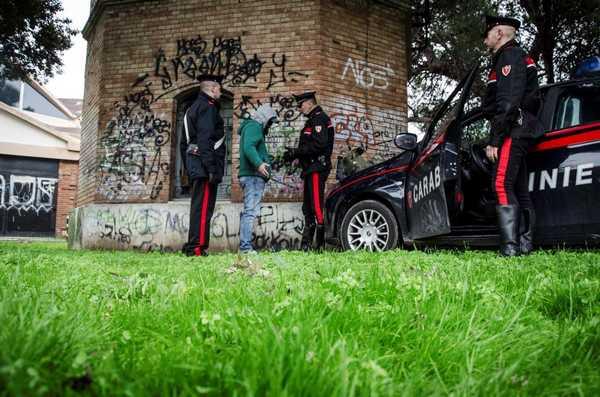 Spaccio di droga, controlli a tappeto dei Carabinieri: arrestato un clandestino