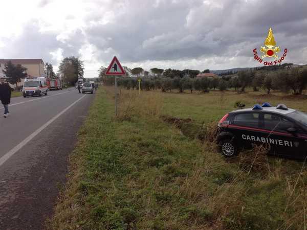 Incidente stradale: scontro tra tre auto, coinvolta anche una macchina dei Carabinieri