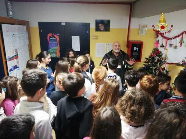 I Vigili del Fuoco entrano nelle scuole: il Comandante incontra gli studenti