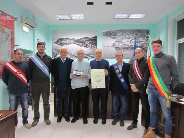 Photo of Ad Elio Loffredo il Guzzo d'oro 2018: premiazione in Municipio