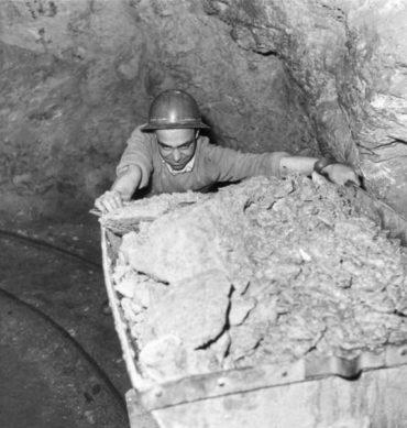 """""""Memorie dalla Miniera"""": in mostra rare foto d'epoca sulla storia mineraria delle Colline Metallifere"""