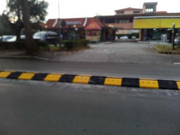 """Via Senese, il Pd: """"Bene spartitraffico davanti al McDonald's, accolte le nostre richieste"""""""