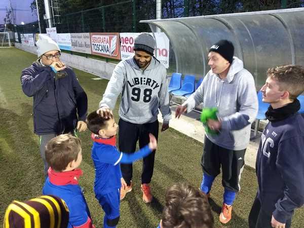 Sport e solidarietà: i ragazzi del Sole si allenano insieme ai calciatori del SauroRispescia
