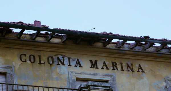 """Photo of Colonia marina, Marrini: """"L'edificio sta cadendo a pezzi proprio come la giunta"""""""