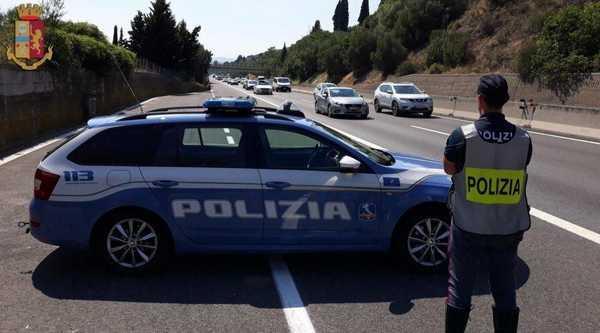 Quasi 3mila patenti ritirate, più multe per chi guida con il cellulare: i dati della Polizia Stradale in Toscana