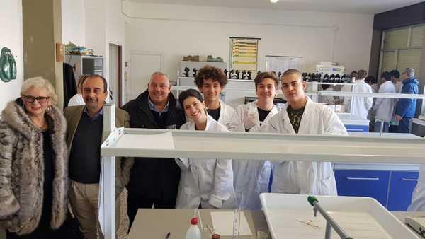 """Polo liceale """"Aldi"""": inaugurato il laboratorio di scienza e chimica"""