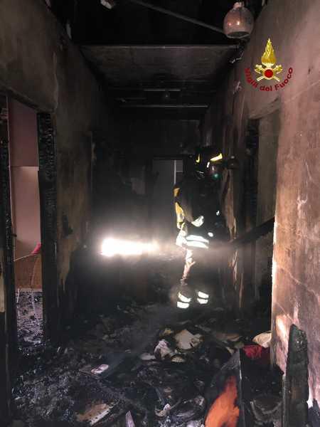 Incendio in un appartamento: Vigili del Fuoco sul posto