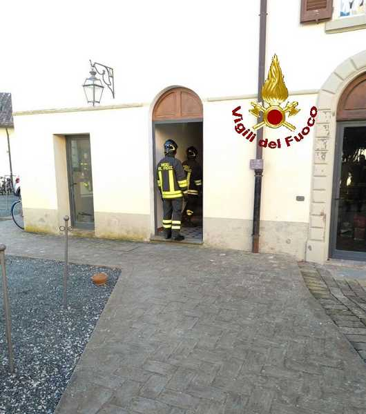 Incendio in un appartamento in centro: fiamme partite dalla camera
