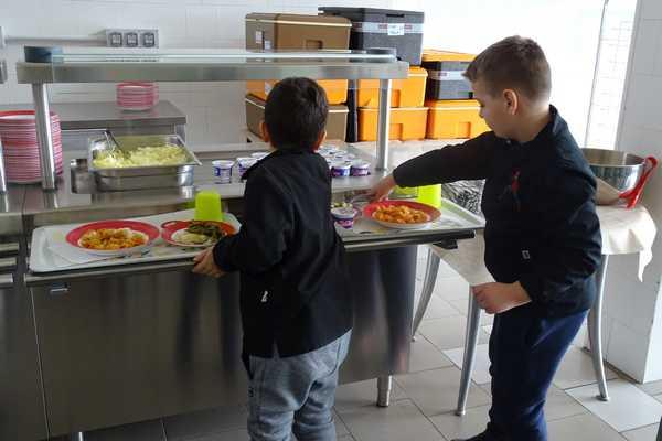 Mensa scolastica: successo per il servizio self-service alle elementari