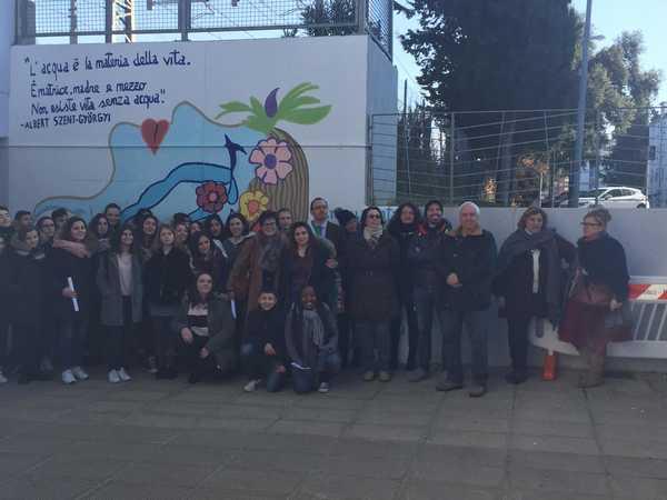 """Progetto """"Acquamia"""": gli studenti realizzano due murales nel sottopasso"""