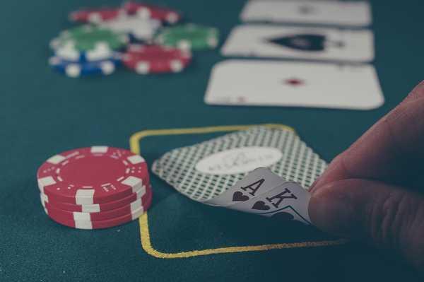 Le principali differenze tra poker online e poker offline