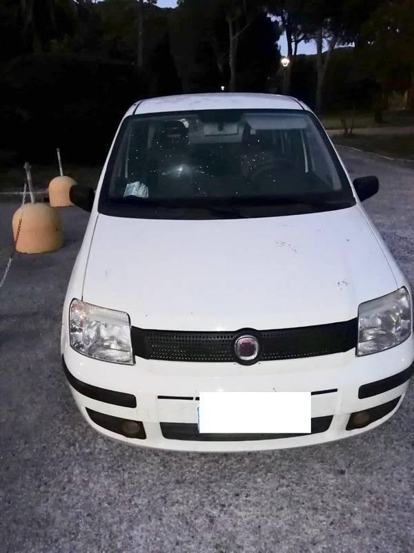 Vandali in azione a Villa Pizzetti: spaccati i lunotti delle auto della Asl