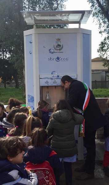 Follonica: inaugurata la casetta dell'acqua in via Amendola