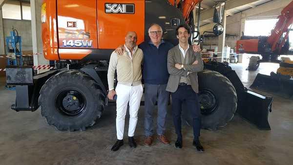 """Due nuovi escavatori per il Consorzio di Bonifica 6 Toscana Sud: """"Lavori sempre migliori"""""""