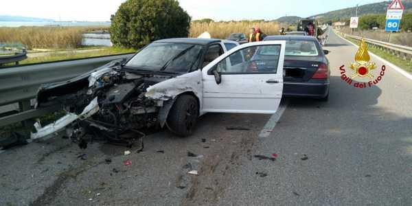 Incidente sull'Aurelia: scontro tra due auto, tre persone ferite