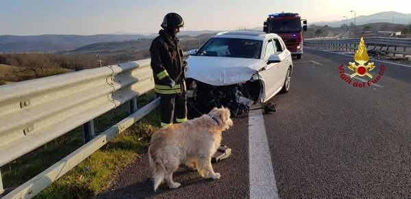 Incidente sulla Senese: auto contro il guard rail, una persona ferita