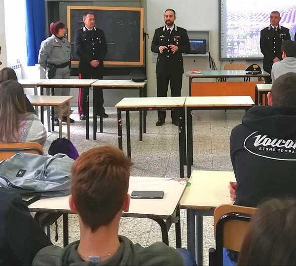 Cultura della legalità e pericoli del web: i Carabinieri entrano nelle scuole