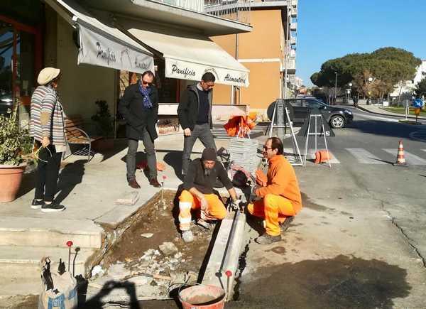 Il Comune abbatte le barriere architettoniche: oltre 50mila euro per rifare vie e marciapiedi