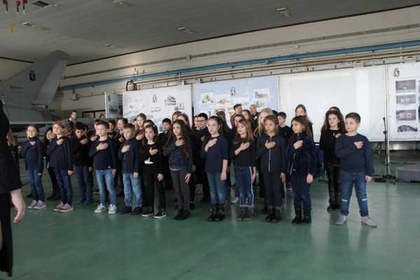 """""""Mani cantanti"""": i bambini cantano l'Inno di Mameli in lingua dei segni"""