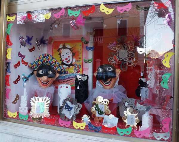 Vetrine vestite a Carnevale: ecco tutti i negozi protagonisti del concorso