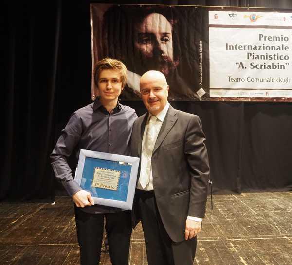 """Il Premio """"Scriabin"""" parla uzbeko: il pianista Evgeny Konnov vince il concorso"""
