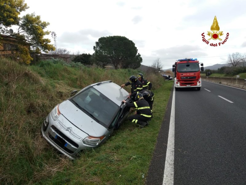 Incidente sull'Aurelia: auto finisce fuori strada, due donne in ospedale