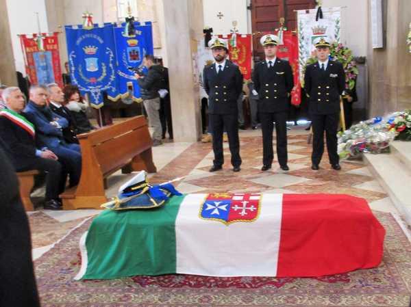 L'ultimo saluto al comandante Pier Francesco Dalle Luche: celebrati i funerali solenni