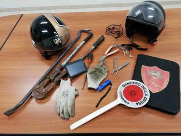 Rubano uno scooter in un garage: coppia di giovani scoperta dai Carabinieri