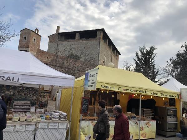 """Taglio del nastro per """"Il mondo dentro le mura"""": il mercato internazionale è di scena nel centro storico"""