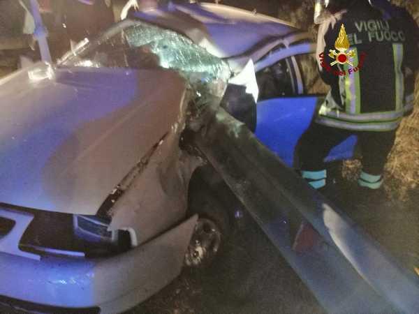 Incidente sulla strada del Cipressino: auto contro il guardrail, uomo trasportato in ospedale con Pegaso