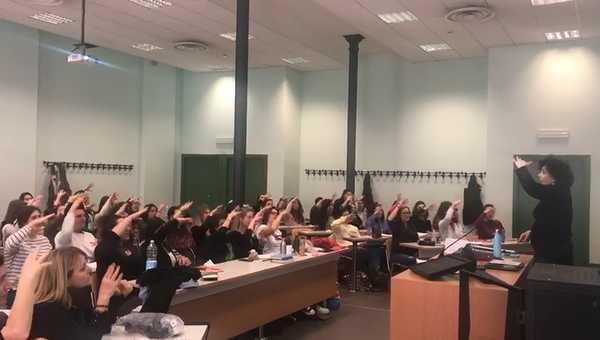 """""""Mani cantanti"""": la metodologia sulla lingua dei segni approda all'Università"""