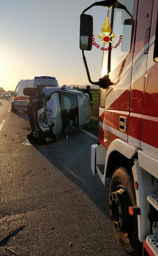 Incidente sulla strada del Pollino: auto si ribalta dopo essere finita fuori strada