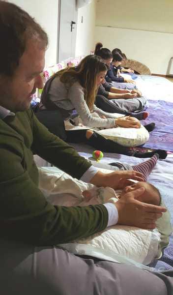 Massaggio infantile, al via i corsi per i neo genitori: ecco come partecipare