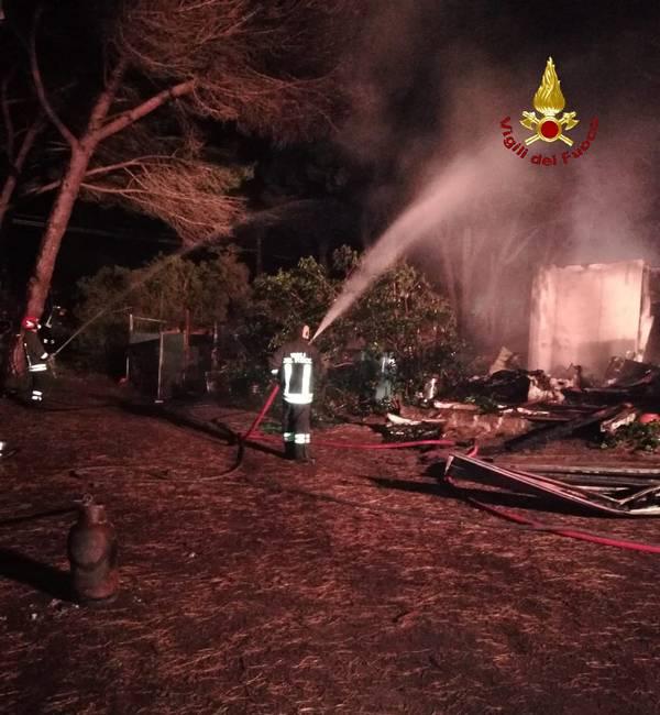 Incendio a Marina: le fiamme distruggono un appartamento