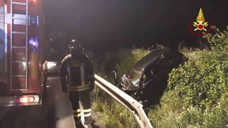 Incidente sull'Aurelia: auto sbanda ed esce di strada, ferito il conducente
