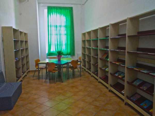 Una nuova biblioteca per la scuola elementare: 350 libri a disposizione degli alunni