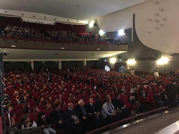 Photo of Gare di Lettura: mille studenti al teatro Moderno per la finale