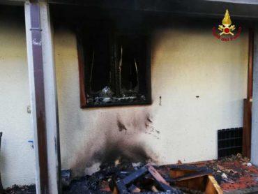 Incendio in un appartamento: i Vigili del Fuoco salvano anche un criceto