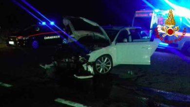 Photo of Incidente nella notte: scontro tra due auto all'incrocio, ferite tre persone