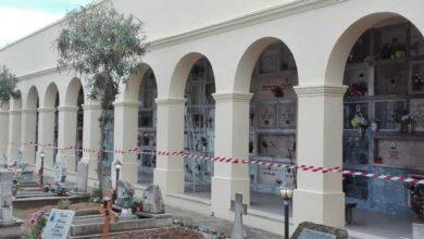 Photo of Crolla porzione di tetto, chiusa una zona del cimitero: operai al lavoro